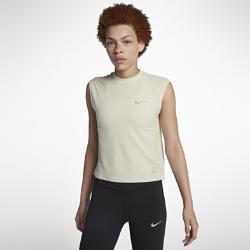 Женская беговая футболка без рукавов Nike Run DivisionЖенская беговая футболка без рукавов Nike Run Division — это стильная и универсальная модель. Слегка укороченный силуэт с воротником-стойкой идеально сочетается с курткой или худи.Усовершенствованный дизайн этой футболки из коллекции Run Division подойдет для любой ситуации.  Каждый день, на любой пробежке  Минималистичная модель станет отличным дополнением к любому повседневному образу и беговой форме. Отправляясь после пробежки в кафе, по делам или на работу, тебе не придется переодеваться.  КОМФОРТ  Технология Dri-FIT обеспечивает прохладу и комфорт, выводя влагу на поверхность ткани, где она быстро испаряется.<br>