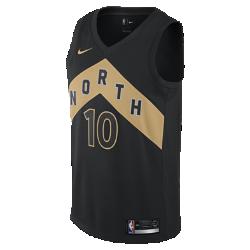 Мужское джерси Nike НБА DeMar DeRozan City Edition Swingman Jersey (Toronto Raptors)Джерси НБА Toronto Raptors с технологией NikeConnect создано не просто в честь города, а в честь всей страны. Золотистые детали подчеркивают гордость команды за свой регион и отражают богатство севера США.  ВОЙДИ В ИГРУ  Джерси Nike НБА с технологией NikeConnect дает удобный доступ к информации об атлетах и уникальных предложениях, а также шанс стать ближе к любимой игре. Загрузи приложение NikeConnect и отсканируй этикетку на нижней кромке своего джерси с помощью смартфона.  ЛЕГКОСТЬ И КОМФОРТ  Легкая и прочная сетка двойного переплетения для охлаждения.  КОМФОРТ   Технология Dri-FIT отводит влагу и обеспечивает комфорт.<br>