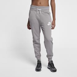 Женские джоггеры Nike SportswearЖенские джоггеры Nike Sportswear из мягкой ткани с завышенным поясом обеспечивают защиту и комфорт.<br>