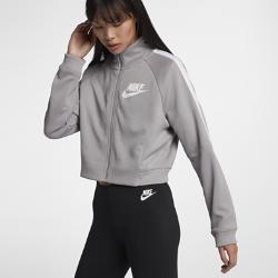 Женская куртка Nike Sportswear N98Женская куртка Nike Sportswear N98 из прочной ткани с воротником-стойкой и молнией до подбородка обеспечивает комфорт и защиту от холода.<br>