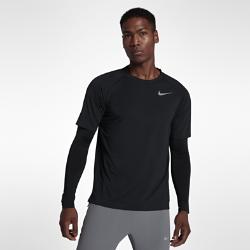 Мужская беговая футболка с длинным рукавом Nike Run DivisionМужская беговая футболка Nike Run Division создана в стиле повседневной футболки с длинными плотно прилегающими рукавами для потрясающей функциональности. Внешний слой со стандартным кроем, повторяющим контуры тела, обеспечивает пространство для свободы движений. Эта модель из коллекции Nike Run Division объединяет в одной футболке два образа.  Мягкая влагоотводящая ткань  Мягкая ткань с добавлением шерсти создает комфорт и тепло. Ткань с технологией Dri-FIT обеспечивает комфорт, выводя влагу на поверхность, откуда она быстро испаряется.  Непревзойденная вентиляция  Сетка на спине отводит излишки тепла и улучшает циркуляцию воздуха, обеспечивая прохладу и комфорт во время и после пробежки.  Комфорт 2 в 1  Длинные рукава с компрессионной посадкой обеспечивают поддержку и комфорт, а верхний слой со стандартной посадкой как у футболки обеспечивает комфорт до и после пробежки.<br>