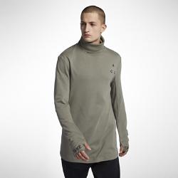 Мужская футболка NikeLab ACG Long-SleeveМужскую футболку с длинным рукавом NikeLab ACG из плотного смесового хлопка удобно носить как самостоятельный предмет одежды или в качестве базового слоя.  УНИВЕРСАЛЬНЫЙ СТИЛЬ  Воротник внахлест из рубчатой ткани позволяет подобрать оптимальную защиту для любых погодных условий.  СВОБОДА ДВИЖЕНИЙ  Продуманный крой рукавов со вставками в области подмышек обеспечивает свободу движений. Манжеты с отверстиями для больших пальцев для дополнительной защиты от непогоды и надежной фиксации рукавов.<br>
