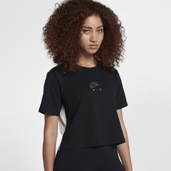 Женская футболка Nike Sportswear AirУкороченная женская футболка Nike Sportswear Air из мягкой ткани с современным силуэтом обеспечивает длительный комфорт.<br>