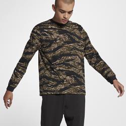Мужская футболка NikeLab Essentials Tiger Camo Long SleeveХлопковая мужская футболка NikeLab Essentials Tiger Camo Long Sleeve стандартного кроя обеспечивает комфортную посадку. Особый тигровый камуфляжный принт NikeLab создает впечатляющийобраз.<br>