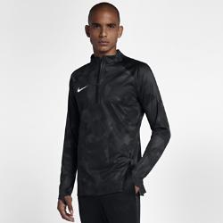 Мужская игровая футболка Nike AeroSwift Strike DrillМужская игровая футболка Nike AeroShield Strike Drill отводит влагу и обеспечивает вентиляцию, помогая развивать высокую скорость. Водонепроницаемая ткань пропускает холодный воздух и отводит излишки тепла.  КОМФОРТ  Технология Nike AeroShield обеспечивает вентиляцию и защиту от дождя. Швы внешнего слоя герметичны, а внутренний слой пропускает воздух, блокируя влагу.  ОХЛАЖДЕНИЕ  Разрезы спереди и сзади впускают и выпускают воздух, обеспечивая дополнительную вентиляцию. Молния длиной 1/4 позволяет регулировать циркуляцию воздуха.  ПОЛНАЯ КОНЦЕНТРАЦИЯ  Мягкий и легкий трикотаж обеспечивает тепло и не сковывает движений. Он не создает отвлекающих звуков при трении, помогая сконцентрироваться на игре.<br>