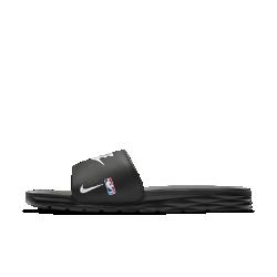 Мужские шлепанцы Nike Benassi Solarsoft NBAМужские шлепанцы Nike Benassi Solarsoft NBA обеспечивают легкость и комфорт благодаря текстурированной стельке Solarsoft и гибкой подошве из пеноматериала.<br>