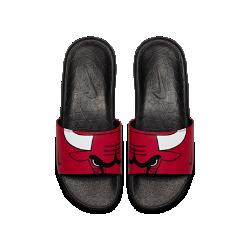 Мужские шлепанцы Nike Benassi NBAРисунок протектора усиливает сцепление Преимущества  Бесшовная конструкция из синтетического материала для гибкости и комфорта Подошва из пеноматериала Solarsoft с особым рисунком для легкости и амортизации Рисунок протектора усиливает сцепление Мягкий и гибкий ремешок верха для комфорта.Подошва из пеноматериала двойной плотности для мягкости и комфорта.Подметка из прочного пеноматериала для улучшенногосцепления.<br>