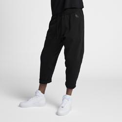 Мужские брюки NikeLab Essentials FleeceМужские брюки NikeLab Essentials Fleece из эластичного флиса со свободной посадкой и ластовицей в области шагового шва обеспечивают комфорт и свободу движений.  ИДЕАЛЬНАЯ ПОСАДКА  Эластичный пояс с внутренним шнурком для идеальной посадки.  УДОБНОЕ ХРАНЕНИЕ  Боковые карманы с мягкой цельной подкладкой. Задние прорезные карманы создают дополнительное пространство для хранения.<br>