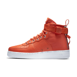 Мужские кроссовки Nike SF Air Force 1 MidМужские кроссовки Nike SF Air Force 1 Mid сочетают практичность армейской экипировки с классическим баскетбольным стилем. Баллистический нейлон и первоклассная кожа сочетаются с удобной двойной молнией на пятке. Универсальность  Стандартные шнурки, ремешок в области голеностопа и двойная молния на пятке образуют динамическую систему фиксации. Благодаря этому можно регулировать посадку и уровень фиксации.  Прочные материалы  Область пятки и язычок выполнены из баллистического материала на основе нейлона. Это обеспечивает прочность и гибкость, а также придает модели вид армейских ботинок.<br>