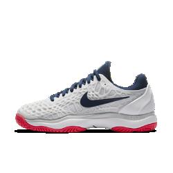 Женские теннисные кроссовки Nike Zoom Cage 3Кроссовки Nike Zoom Cage 3 разработаны для игроков, которые ценят силу и скорость во время игры. Уникальная, самая легкая в линейке конструкция каркаса обеспечивает максимальную прочность и амортизацию.  МАКСИМАЛЬНАЯ ПРОЧНОСТЬ  Легкий каркас из материала CPU размещен в зоне максимального износа, характерной для теннисной обуви. Разделенный на зоны каркас для легкости и стабилизации.  ПРЕВОСХОДНОЕ СЦЕПЛЕНИЕ С ПОВЕРХНОСТЬЮ  Разделенная на зоны подметка для превосходного сцепления и прочности. Идеально подходит для кортов с твердым покрытием.  МАКСИМАЛЬНЫЙ КОМФОРТ  Вставка Nike Zoom Air в области пятки для мгновенной амортизации и легкости.<br>