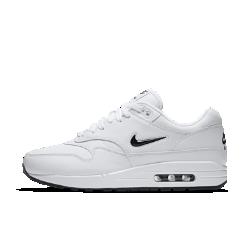 Мужские кроссовки Nike Air Max 1 Premium SCМужские кроссовки Air Max 1 Premium SC с простроченными линиями и видимой амортизацией как у оригинальной модели дополнены фирменным «ювелирным» мини-логотипом Swoosh. Эта модель в ретро-стиле олицетворяет сочетание культуры и спорта, в очередной раз доказывая ошеломляющую популярность Air Max 1.<br>