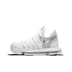 Баскетбольные кроссовки для школьников Nike Zoom KDXБаскетбольные кроссовки для школьников Nike Zoom KDX универсальны, как и сам Кевин Дюрант. Они обеспечивают превосходную мгновенную амортизацию на любой поверхности и поддержку там, где это необходимо.  Легкость и амортизация  Вставка Nike Zoom Air создает амортизацию, обеспечивая легкость и комфорт.  Поддержка там, где необходимо  Крупные шнурки обхватывают боковые части стопы, обеспечивая комфортную поддержку там, где это необходимо.<br>