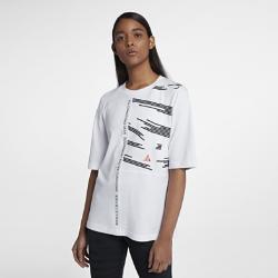 Женская футболка NikeLab ACGЖенская футболка NikeLab ACG из толстой ткани джерси — идеальная модель для холодной погоды. Эластичные вставки на спине и рукавах не сковывают движений и обеспечиваюткомфорт.<br>