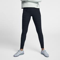 Женские тайтсы NikeLab ACGЖенские тайтсы NikeLab ACG из тканого жаккардового материала обеспечивают комфорт.  НАДЕЖНАЯ ПОСАДКА  Эти тайтсы со вставками из неопрена на отворотах и поясе надежно защищают от зимнего холода и создают ощущение комфорта. Пояс с застежкой на молнии с кнопкой для надежной фиксации и стильного образа.<br>