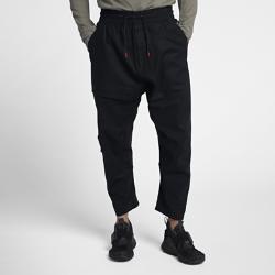 Мужские брюки NikeLab ACGМужские брюки NikeLab ACG из тканого материала сочетают комфорт и технологичный стиль. Свободный зауженный крой создает современный силуэт, а прочное водоотталкивающее покрытие DWR обеспечивает первоклассную защиту.  НАДЕЖНАЯ ЗАЩИТА  Плотный тканый материал на основе хлопка с покрытием DWR обеспечивает защиту в зимнее время года.  ПРОДУМАННЫЙ КРОЙ  Эластичный пояс с внутренним шнурком для идеальной посадки. Ластовица в шаговом шве для свободы движений.  БОЛЬШЕ МЕСТА ДЛЯ ХРАНЕНИЯ  Скошенные карманы по бокам, потайной внутренний карман, накладной карман на молнии и карманы на молнии сзади позволяют носить все необходимое с собой.<br>