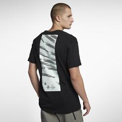 Мужская футболка NikeLab ACGМужская футболка NikeLab ACG из прочной ткани джерси обеспечивает комфортную посадку. Конструкция спины и рукавов со вставками для свободы движений.<br>