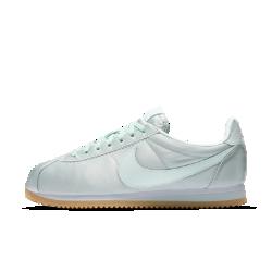 Женские кроссовки Nike Classic Cortez QSЖенские кроссовки Nike Classic Cortez QS — это доведенная до совершенства оригинальная беговая модель Nike в версии на каждый день с минималистичным верхом и ультрамягким амортизирующим пеноматериалом.<br>
