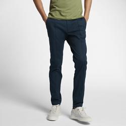 Мужские брюки NikeCourt x RFУниверсальные мужские брюки NikeCourt x RF созданы под вдохновением от повседневного стиля Роджера Федерера и высокой моды. Застежка на пуговицах, слегка зауженный кройи складка спереди на штанине привносят штрих официального стиля.<br>