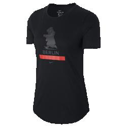 Женская беговая футболка Nike Dry (Berlin 2017)Женская беговая футболка Nike Dry (Berlin 2017) из влагоотводящей ткани обеспечивает комфорт до, во время и после пробежки.<br>