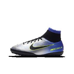 Футбольные бутсы для игры на искусственном газоне для школьников Nike Jr. MercurialX Victory VI Dynamic Fit NeymarФутбольные бутсы для игры на искусственном газоне для школьников Nike Jr. MercurialX Victory VI Dynamic Fit Neymar обеспечивают превосходное касание мяча и удобную надежную посадку, помогая набирать скорость и быстро менять направление движения на синтетических покрытиях.<br>