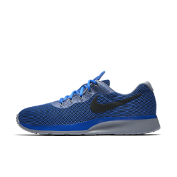 Мужские кроссовки Nike Tanjun RacerМужские кроссовки Nike Tanjun Racer, название которых переводится с японского как «простота», обеспечивают динамическую поддержку благодаря сетчатому верху с нитями Flywire.<br>