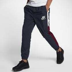 Мужские брюки из тканого материала Nike SportswearМужские брюки Nike Sportswear из легкого тканого материала обеспечивают комфорт на весь день.<br>