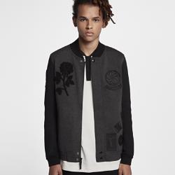Мужская куртка Nike Tech Fleece DestroyerМужская куртка Nike Tech Fleece Destroyer — версия легендарной куртки Nike в студенческом стиле, выполненная из особого, легкого и теплого флиса с элементами в технике аппликации, выделяется среди других. Черная роза из шенилла справа на груди символизирует сопротивление, храбрость и избавление от старых привычек.<br>