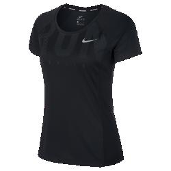 Женская беговая футболка с коротким рукавом Nike Miler (Berlin 2017)Женская беговая футболка с коротким рукавом Nike Miler (Berlin 2017) из влагоотводящей ткани со спиной из сетки обеспечивает охлаждение и комфорт на всей дистанции.<br>