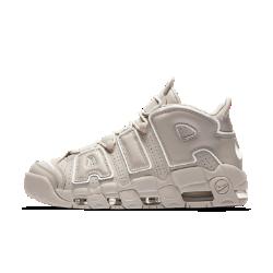 Мужские кроссовки Nike Air More Uptempo96Мужские кроссовки Nike Air More Uptempo96приносят культовый баскетбольный стиль 90-х в современную жизнь. Они представляют в новом свете концепцию видимой вставки Air с классическими амортизирующими «окнами» и буквами в стиле граффити.<br>
