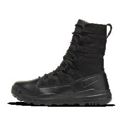 Ботинки унисекс Nike SFB Gen 2 20,5 смЗАЩИТА ВТОРОГО ПОКОЛЕНИЯ  Ботинки унисекс Nike SFB Gen 2 20,5 см обеспечивают защиту, комфорт и свободу движений на сложных типах поверхности. Верх из парусины на основе нейлона с отделкой из синтетической кожи обеспечивает прочность и вентиляцию, необходимые для сотрудников специальных служб.  ФИКСАЦИЯ И ПОДДЕРЖКА  Бортик высотой 20,5 см защищает и поддерживает голеностоп, а система шнуровки фиксирует посадку. Обновленная система шнуровки позволяет фиксировать посадку, затянув верхние шнурки одним простым движением, и так же легко ослаблять шнуровку.  АБСОЛЮТНЫЙ КОМФОРТ  Внутренняя подошва из пеноматериала обеспечивает легкость и амортизацию. Внутренний твердый щиток снижает давление на стопу и защищает от проколов без ущерба гибкости.  НАДЕЖНОЕ СЦЕПЛЕНИЕ  Полностью резиновая подошва с рельефным рисунком для стабильного сцепления с поверхностями разных типов. Остроконечные выступы в области свода стопы для сцепления с канатом. Заходящая на носок подметка прошита для дополнительной прочности.  ПРЕИМУЩЕСТВА  Верх из синтетической кожи и парусины на основе нейлона для прочности Подошва из пеноматериала для легкости и амортизации Внутренний твердый щиток для защиты без ущерба гибкости Удобно снимать и надевать благодаря петельке на пятке Бортик высотой 20,5 см для поддержки голеностопа · Вес: 465 г (мужской размер 10)<br>