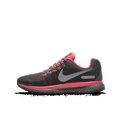 Беговые кроссовки для школьников Nike Zoom Pegasus 34 ShieldБеговые кроссовки для школьников Nike Zoom Pegasus 34 Shield идеальны для атлетов, которым нужна скорость в любых условиях. Обновленный верх из материала Flymesh с водоотталкивающим покрытием для легкости и защиты от влаги.<br>