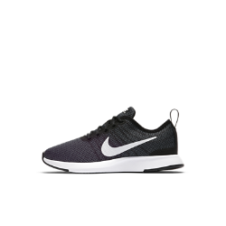 Кроссовки для дошкольников Nike Dualtone RacerКроссовки для дошкольников Nike Dualtone Racer, дизайн которых вдохновлен культовой обувью для забегов на длинные дистанции, плотно облегают стопу, создавая обтекаемый стремительный силуэт. Два типа сверхмягкого пеноматериала обеспечивают амортизацию и комфорт для растущей стопы.<br>