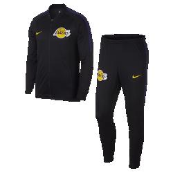Мужской спортивный костюм НБА Los Angeles Lakers Nike DryМужской спортивный костюм НБА Los Angeles Lakers Nike Dry из влагоотводящей ткани в легендарном стиле украшен символикой команды и обеспечивает комфорт во время игры и на каждый день. Преимущества  Ткань Nike Dry отводит влагу и обеспечивает комфорт Карманы на молнии на куртке и брюках для надежного хранения мелочей Воротник и манжеты из эластичной рубчатой ткани для комфорта и прочности  Информация о товаре  Состав: 100% полиэстер Машинная стирка Импорт<br>