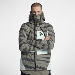 Мужская куртка NikeLab ACG AlpineМужская куртка NikeLab ACG Alpine выполнена из водоотталкивающей ткани Gore-Tex® с применением первоклассных технологий изготовления верхней одежды. Кроме того, она выглядитстильно благодаря элементам дизайна, разработанным по принципу «сначала функция, потом форма».  Создано для движения  Зимняя модель с продуманным кроем рукавов и стандартной посадкой создает абсолютную свободу движений даже в непредсказуемую погоду.  Адаптировано для любых условий  При перемене погоды куртку можно легко переносить с помощью плечевых ремней. Кроме того, воротник на двойной молнии и регулируемый капюшон с козырьком обеспечивают индивидуальную посадку.  Разработано для защиты  Трехслойное водонепроницаемое покрытие Gore-Tex ® защищает от влаги и ветра, сохраняя воздухопроницаемость и отводя влагу в холодную погоду.<br>