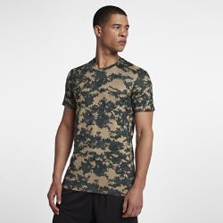 Мужская футболка для тренинга с коротким рукавом NikeМужская футболка для тренинга с коротким рукавом Nike из влагоотводящей ткани обеспечивает комфорт и отлично сочетается с другой одеждой благодаря облегающему крою.<br>