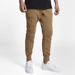 Мужские джоггеры Nike Sportswear Air Force 1Мужские джоггеры Nike Sportswear Air Force 1 выполнены из мягкой ткани френч терри. Зауженные штанины не мешают во время движения.<br>