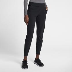 Женские брюки для тренинга Nike Bliss LuxЖенские брюки для тренинга Nike Bliss Lux из эластичной ткани с зауженным кроем обеспечивают комфорт и естественную свободу движений во время тренировки.<br>