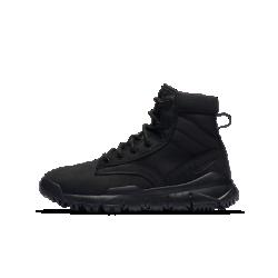 Ботинки для школьников Nike SFBВерх ботинок для школьников Nike SFB из прочной кожи и парусины покрыт прочным внешним слоем. А внутренний слой и пеноматериал обеспечивают комфорт и амортизацию.<br>