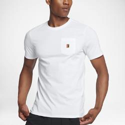 Мужская теннисная футболка NikeCourt Heritage PocketМужская теннисная футболка NikeCourt Heritage Pocket из мягкого и прочного хлопка обеспечивает комфорт на весь день.<br>