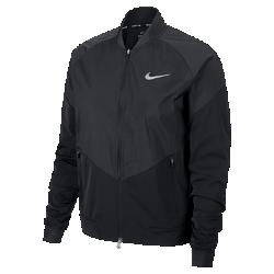 Женская беговая куртка Nike StadiumЖенская беговая куртка Nike Stadium из влагонепроницаемой ткани с инновационными деталями — элемент современного спортивного костюма для разминки, тренировок и повседневной жизни. Вставка из дышащей и эластичной инновационной сетки Nike Flyvent на манжете со стороны ладони усиливает ощущение комфорта.<br>