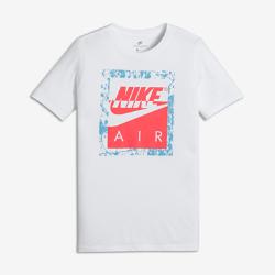 Футболка для мальчиков школьного возраста Nike SportswearФутболка для мальчиков школьного возраста Nike Sportswear, дизайн которой вдохновлен культовыми кроссовками, выполнена из невероятно мягкого и прочного хлопка для комфорта на каждый день.<br>