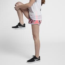 Беговые шорты с принтом для девочек школьного возраста Nike Dri-FIT TempoБеговые шорты для девочек школьного возраста Nike Dri-FIT Tempo с боковыми вставками из сетки и изогнутой нижней кромкой обеспечивают вентиляцию и естественную свободу движений во время бега.<br>
