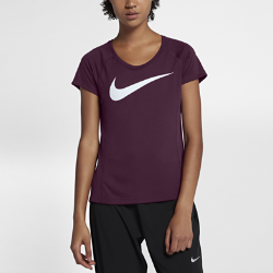 Женская беговая футболка с коротким рукавом Nike Dry MilerЖенская беговая футболка с коротким рукавом Nike Dry Academy из влагоотводящей ткани со вставкой из сетки на спине обеспечивает вентиляцию и комфорт.<br>