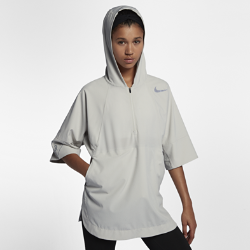 Беговая куртка унисекс с коротким рукавом Nike Run DivisionБеговая куртка унисекс с коротким рукавом Nike Run Division идеально подходит для ношения перед, во время и после пробежки, позволяя ощущать готовность к любой ситуации. Она защищает от дождя и складывается в карман, обеспечивая комфорт и универсальность в любых условиях на весь день. Эта куртка из коллекции Nike Run Division сочетает в себе элементы стиля и практичности.  Продуманные детали  Молния до середины груди для быстрого охлаждения. Тканая вставка фиксирует горловину с незастегнутой молнией во время пробежки. Благодаря перфорации вставка обеспечивает циркуляцию воздуха и отводит излишки тепла.  Универсальность в любую погоду  Эта модель со свободной посадкой и короткими рукавами идеально подходит для ношения поверх майки или футболки с длинным рукавом. Прочное водоотталкивающее покрытие DWR защитит от влаги, если внезапно начнется дождь.  Легко сложить  После дождя куртка компактно складывается в карман, легко помещаясь в спортивной сумке или рюкзаке.<br>