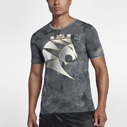 Мужская баскетбольная футболка Nike LeBronМужская баскетбольная футболка Nike LeBron из влагоотводящей ткани с фирменными деталями обеспечивает комфорт.<br>
