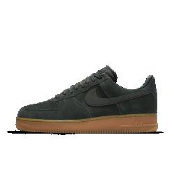 Мужские кроссовки Nike Air Force 1 07 LV8 SuedeМужские кроссовки Nike Air Force 1 07 LV8 с прочной конструкцией и той же легкой системой амортизации оригинальной модели.<br>