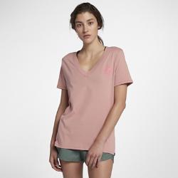 Женская футболка с V-образным вырезом Hurley Good Times PerfectЖенская футболка с V-образным вырезом Hurley Good Times Perfect из мягкого хлопка обеспечивает комфорт в теплую погоду в любой ситуации.<br>
