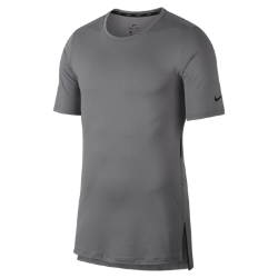 Мужская футболка для тренинга с коротким рукавом Nike UtilityМужская футболка для тренинга с коротким рукавом Nike Utility из влагоотводящей ткани обеспечивает комфорт во время тренировки.<br>