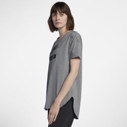 Женская футболка с коротким рукавом Nike AirЖенская футболка с коротким рукавом Nike Air обеспечивает защиту и комфорт благодаря хлопковой ткани и удлиненному силуэту.<br>