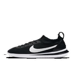 Мужские кроссовки Nike Cortez FlyknitМужские кроссовки Nike Cortez Flyknit — это культовая модель из ультралегкого материала Flyknit, сочетающая классический силуэт и минималистичный дизайн.  Минималистичная система амортизации  Эта версия сохранила классические цвета и линии дизайна оригинальной беговой модели, а минималистичная подошва из цельного пеноматериала создает обновленный органичный образ. Логотип Swoosh и зигзагообразный рисунок украшают подметку.  Верх Flyknit  Верх из материала Nike Flyknit плотно облегает стопу, дополняя фирменную панель шнуровки с зигзагообразным краем и накладку на носке.  Комфорт на новом уровне  Увеличенная подошва в области пятки усиливает стабилизацию и ощущение комфорта.  Истоки Cortez  Невероятно легкие и водонепроницаемые Nike Cortez стали первым успехом Билла Бауэрмана. В 1972 году эту модель с не имеющей аналогов амортизацией увидели на самом быстромв мире атлете. Кроссовки стремительно завоевали популярность и стали самой знаменитой моделью спортивной обуви в стране. Это было прямое попадание — ходячая реклама на улицах Лос-Анджелеса, которая рассказывала твою историю и заявляла о твоем намерении победить. Ни одна модель беговой обуви с тех пор не становилась настолько знаменитой, как Nike Cortez.<br>